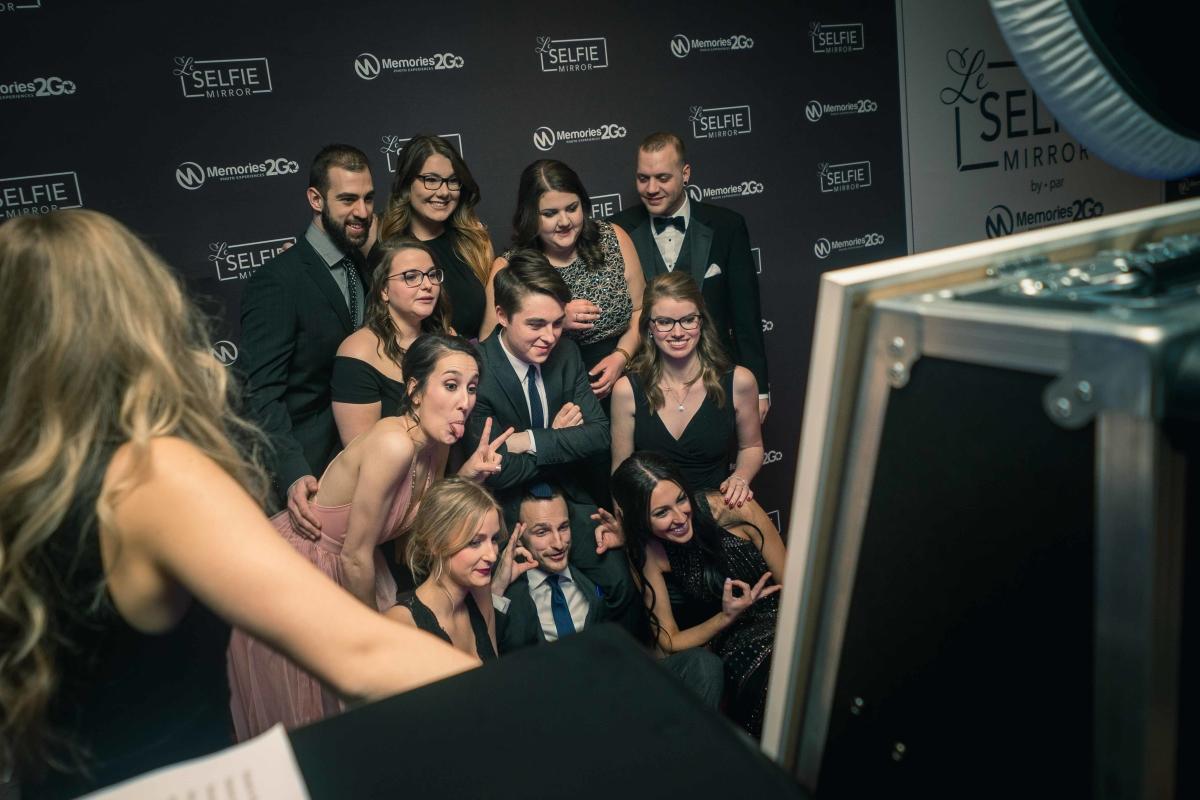 Selfie Mirror Banquet
